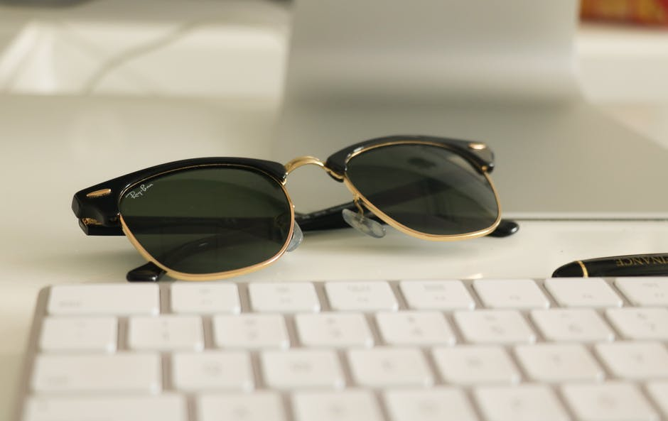 Eine perfekte Sonnenbrille verbindet Schutz mit Tragekomfort und Stil.