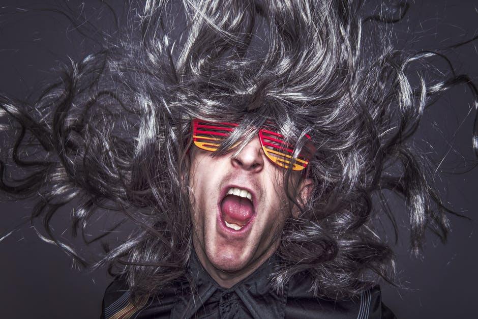 Die Party-Variante der Shutter-Shades ist eher als Scherz und weniger als funktionale Sonnenbrille zu verstehen.
