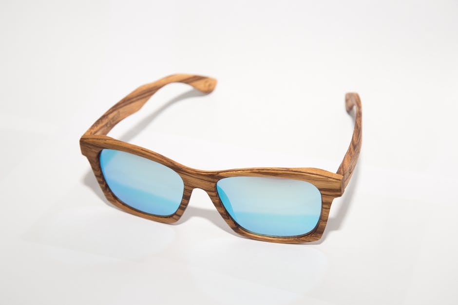 Sonnenbrillengestelle aus Holz besitzen besondere gestalterische Qualitäten.