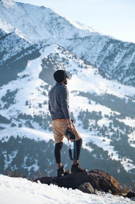 Die perfekte Sonnenbrille für Schneebedeckte Bergregionen ist ernorm wichtig für den Schutz von Sportlern und Abenteurern aller Art.